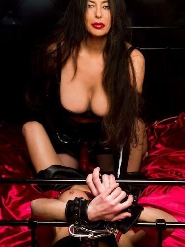 Fetish Mistress Escort Kim in Almere, Netherlands - Photo: 4