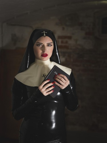 Mistress Bella Lugosi nu bij privehuis in Berlijn - Foto: 4