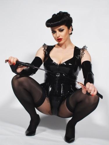 Mistress Bella Lugosi nu bij privehuis in Berlijn - Foto: 1